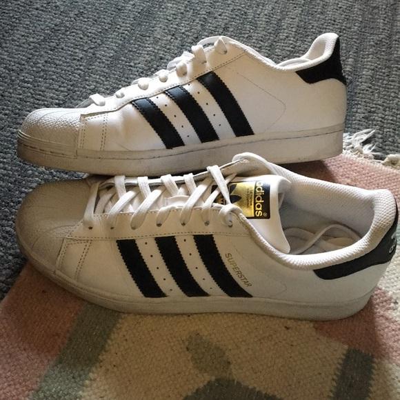 Le adidas superstar scarpe consumate due volte poshmark